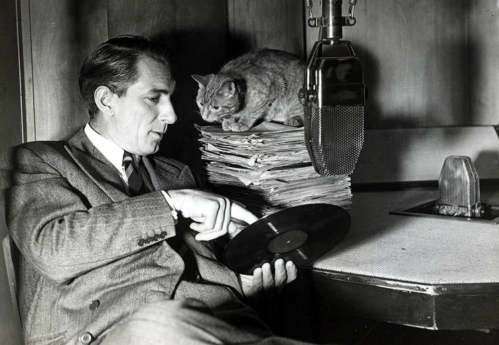 Jack Jackson pictured with his cat 'Tiddles'