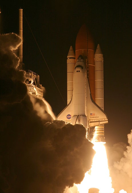 Shuttle Endeavour launches on STS-132.jpg