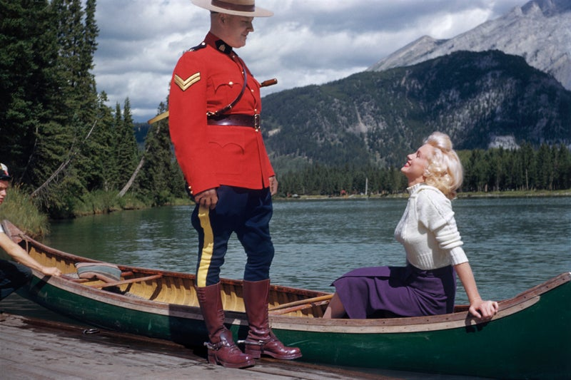 httpswww.popphoto.comsitespopphoto.comfilesfilesgallery-imagesMarilyn20Monroe20and20the20Mountie20220FOR20PRINT20USE20ONLY20copy.jpg